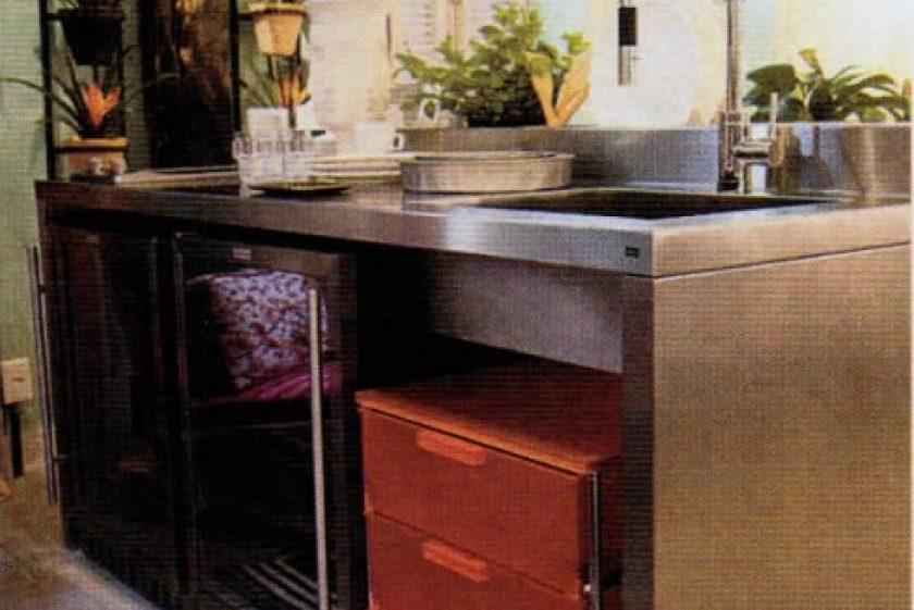 Encaixar móveis de estilos diferentes um no outro valoriza e otimiza espaços